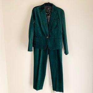 LIMITED EDITION - Tablots Green Velvet Suit 😍😍😍